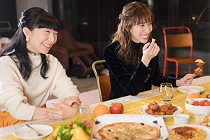 左から折笠富美子、小清水亜美。