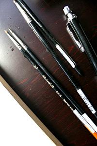 入江愛用、ラファエルの水彩筆4本とシャープペンシル。