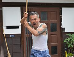 藤竜也演じる龍三は、一龍会の全員をまとめる親分。