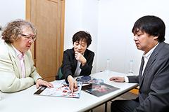 写真左より佐橋俊彦、平光琢也、小佐野文雄。
