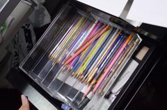 和久井が使用している色鉛筆。