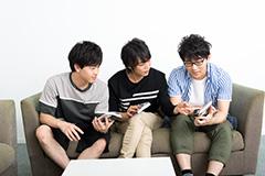 (左から)石川界人、浪川大輔、小野友樹。