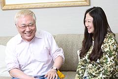 左から高須克弥、西原理恵子。