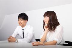 左から石川界人、富田美憂。
