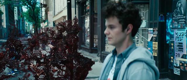 「ザ・ボーイズ」シーズン1より、ヒューイの彼女がAトレインに殺害されたシーン。