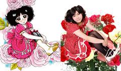 左は、母いがらしゆみこが描いた奈波。右はイラストと同じポーズを取る奈波。