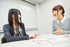 (左から)咲良、芹澤優。