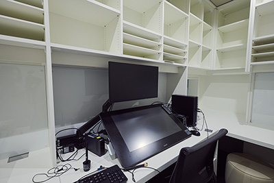 新しく設置された作業机。
