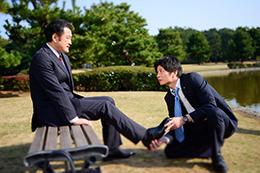 「おっさんずラブ」より、黒澤武蔵が「あのとき、お前が俺をシンデレラにしたんだ」と回想した思い出のワンシーン。