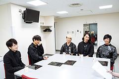 左から佐藤健、山中拓也、あきらかにあきら、鈴木重伸、中西雅哉。