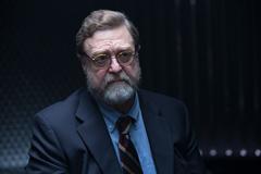 「アトミック・ブロンド」より、ジョン・グッドマン演じるエメット・カーツフェルド。