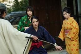 「BLACKFOX: Age of the Ninja」より、(左から)矢島舞美演じる宮、山本千尋演じる石動律花、大久保桜子演じる明里咲。