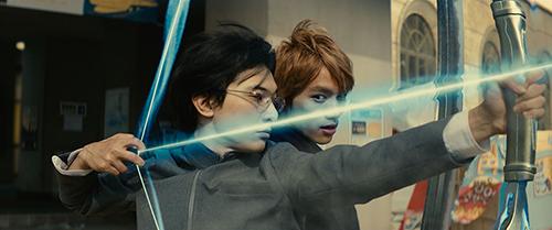 「BLEACH」より。左から吉沢亮演じる石田雨竜、福士蒼汰演じる黒崎一護。