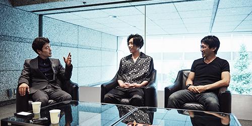 左から佐藤信介、早乙女太一、下村勇二。