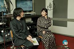 左から峯田和伸、麻生久美子。