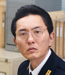 警視庁の刑事・諸橋(松重豊)