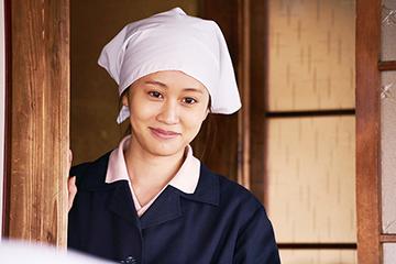 前田敦子演じる妻・牧子。
