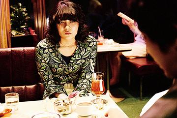 三浦透子演じる愛人・笛子。