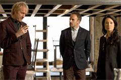 シーズン2の第1話ではロンドンロケを敢行。兄のマイクロフト(リース・イーヴァンス)も登場する。