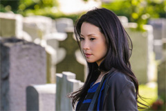 シーズン2の第2話では、かつて手術で失敗したことをきっかけに医者を辞めたワトソンの過去が描かれる。