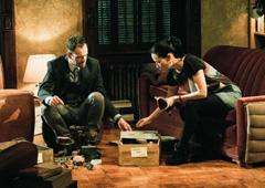 """一緒に暮らしてはいるものの、今のところは""""恋の予感ナシ""""のホームズとワトソン。"""