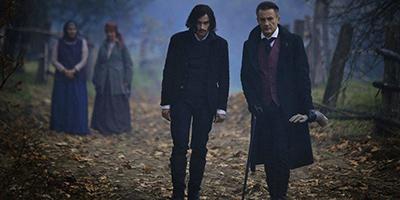 「魔界探偵ゴーゴリ 暗黒の騎士と生け贄の美女たち」より、左からゴーゴリ、グロー 。