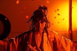 矢崎広演じる望月八弥斗。