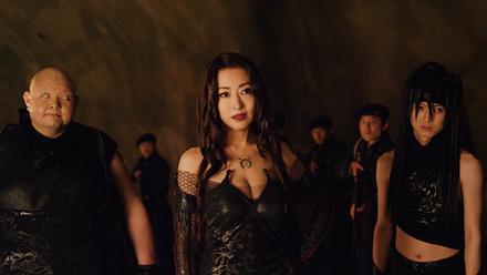 「鋼の錬金術師」より。左から内山信二演じるグラトニー、松雪泰子演じるラスト、本郷奏多演じるエンヴィー。