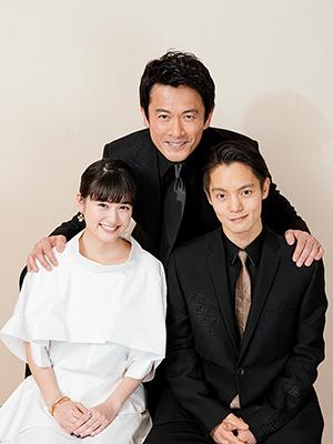 左から小西桜子、内野聖陽、窪田正孝。