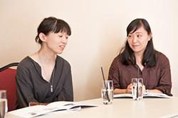 座談会の様子。左から髙山亜紀、細谷美香。