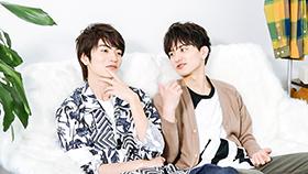 山本涼介(左)に、「本当はもっとびっくりしてるくせに!」と言う瀬戸利樹(右)。