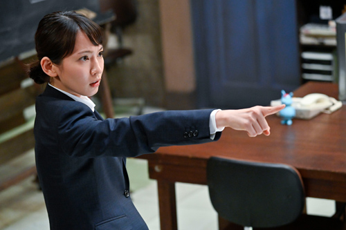 「時効警察・復活スペシャル」より、吉岡里帆演じる彩雲真空。