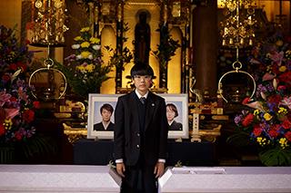 「ウィーアーリトルゾンビーズ」より、二宮慶多演じるヒカリ。