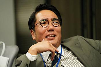 「前田建設ファンタジー営業部」より、小木博明演じるアサガワ。