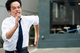 映画「宮本から君へ」より、池松壮亮演じる宮本浩。