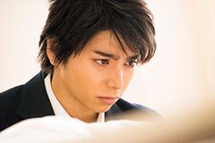 「二度めの夏、二度と会えない君」より、村上虹郎演じる篠原智。