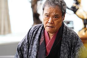 「任俠学園」より、西田敏行演じる阿岐本雄蔵。