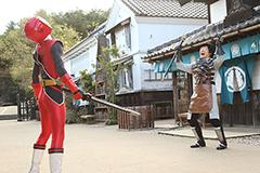 「手裏剣戦隊ニンニンジャーVSトッキュウジャー THE MOVIE 忍者・イン・ワンダーランド」より。