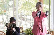 左から青野楓演じる鶫誠士郎、DAIGO扮するクロード。