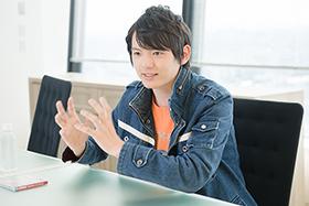 取材開始早々、ウルトラマンの魅力をまくしたてる濱田龍臣。