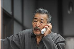 龍三親分は息子の留守中、オレオレ詐欺に引っかかってしまう。