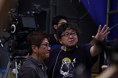 「進撃の巨人 ATTACK ON TITAN」撮影現場での樋口真嗣。