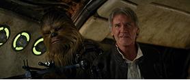 「スター・ウォーズ/フォースの覚醒」より、ハリソン・フォード演じるハン・ソロ(右)。ミレニアム・ファルコン号の副操縦士・チューバッカ(左)とは種族を超えた友情で結ばれている。