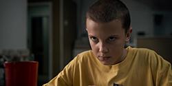 「ストレンジャー・シングス 未知の世界」シーズン1より、ミリー・ボビー・ブラウン演じるイレブン。