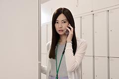 「スマホを落としただけなのに」より、北川景子演じる稲葉麻美。