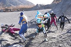 「仮面ライダー×スーパー戦隊 超スーパーヒーロー大戦」より。右端がショッカー戦闘員。