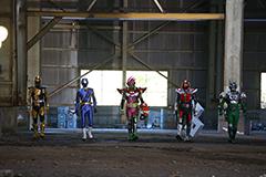 「仮面ライダー×スーパー戦隊 超スーパーヒーロー大戦」より、エグゼイドチーム。