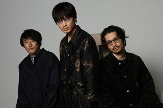 左から藤井道人、綾野剛、常田大希。