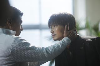 左から舘ひろし演じる組長・柴咲博、綾野剛演じる主人公・山本賢治。