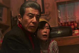 左から舘ひろし演じる柴咲博、寺島しのぶ演じる木村愛子。